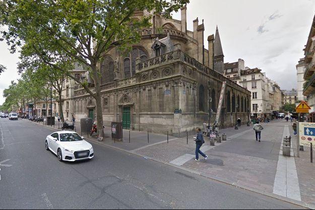 Le quartier des Halles a été bouclé à Paris.