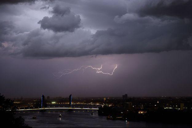 Un orage à Bordeaux, le 8 juin dernier.