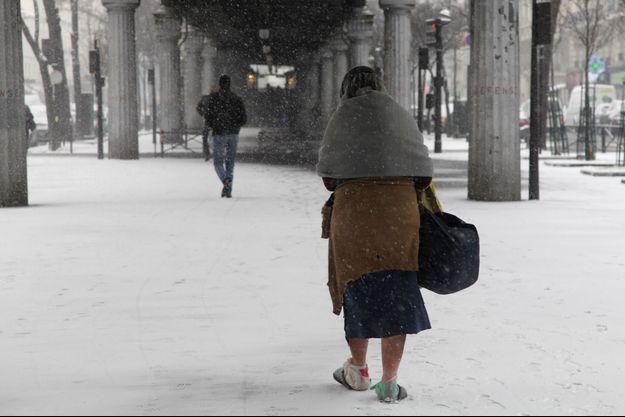 Une femme sans-abri à Paris en 2013.