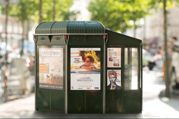 Les nouveaux kisoques à journaux de la ville de Paris devraient tous être installés d'ici 2019