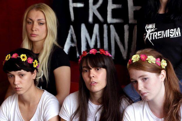 Marguerite, Pauline et Joséphine, avec Inna, la cofondatrice de Femen.