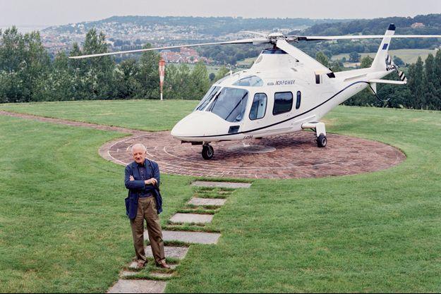 Devant son Agusta A09, fin juin 2005, il vient de se poser sur les hauteurs de Deauville où il a sa villa. Il est décédé le 8 septembre.