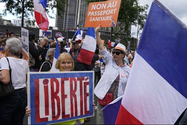 Manifestation contre le passe sanitaire le 31 juillet, à Paris.
