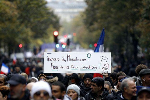 Plusieurs milliers de personnes à la marche controversée contre l'islamophobie à Paris