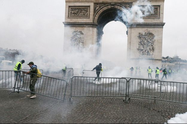 """Ici, scène de violences à l'Arc de Triomphe lors de la manifestation des """"gilets jaunes"""" du 1er décembre."""