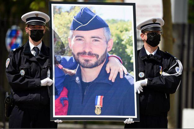 Le portrait d'Eric Masson, lors d'un hommage national à Avignon.