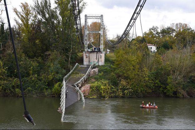 Le pont qui s'est effondré lundi, dans le Tarn.