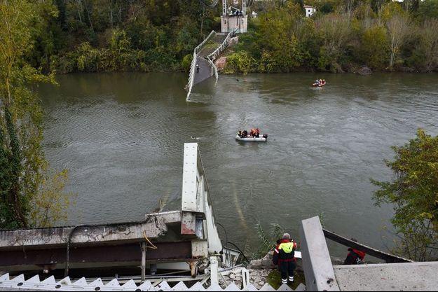 Le pont s'est effondré lundi.