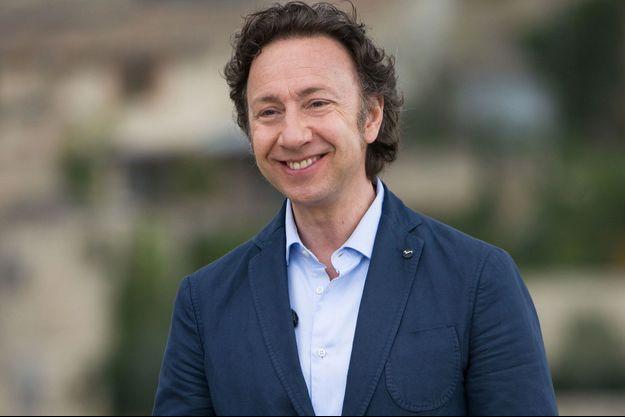 """Stéphane Bern dans """"Le plus beau village de France"""" en 2016."""