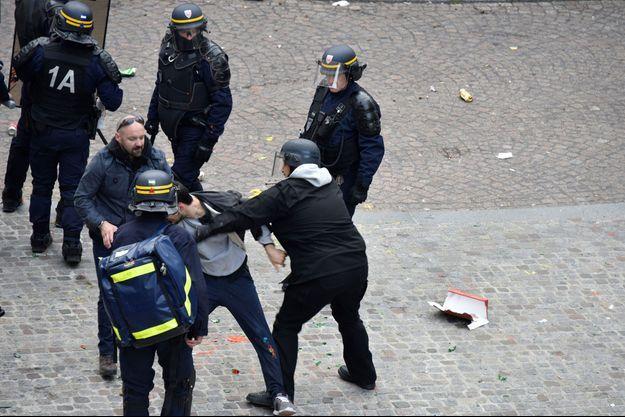 Alexandre Benalla et Vincent Crase à Paris le 1er mai 2018.