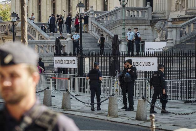 Le procès des attentats du 13 novembre se déroule à Paris, devant la cour d'assises spécialement composée.