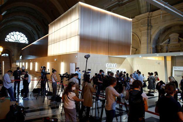 Les journalistes au palais de justice de Paris lors du deuxième jour du procès des attentats du 13-Novembre.