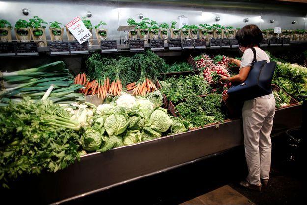 Une cliente d'un supermarché en France. Image d'illustration.