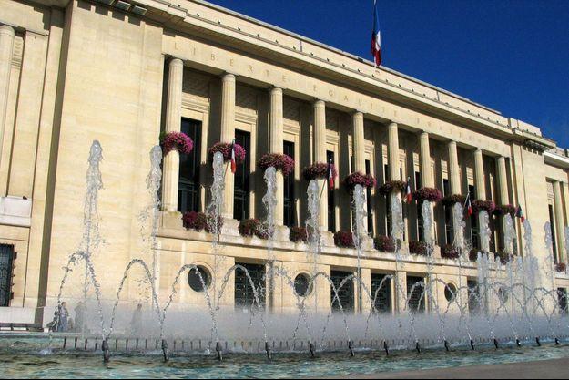 La mairie de Puteaux, en 2007.