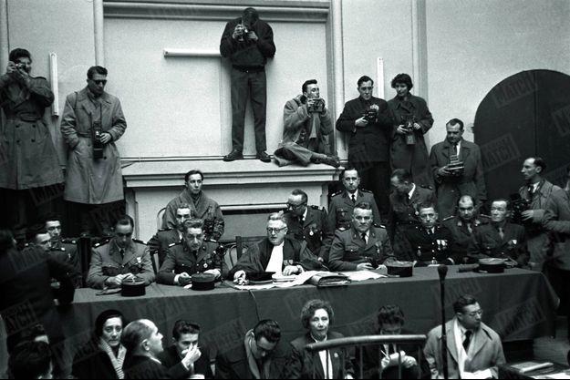 Le 12 janvier 1953, lors de l'ouverture du procès du massacre d'Oradour-sur-Glane devant le tribunal militaire de Bordeaux.