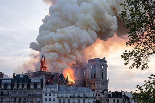 La flèche de Notre-Dame a été détruite par l'incendie.