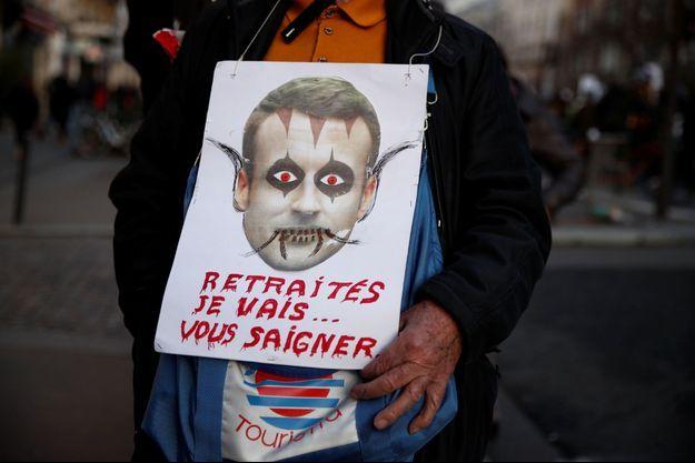 Une pancarte anti-Macron datant de la manifestation du 16 janvier dernier. Image d'illustration.