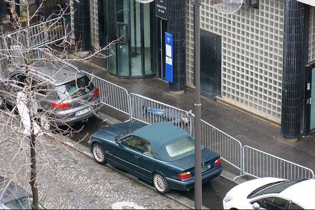 L'assaillant a été abattu alors qu'il menaçait des policiers d'un commissariat du XVIIIème arrondissement de Paris.