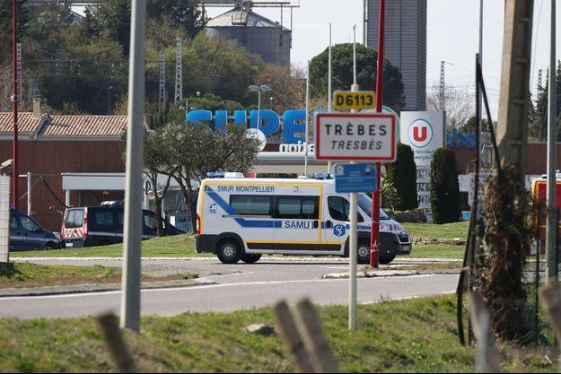 Le magasin Super U de Trèbes, où Radouane Lakdim a tué trois personnes, le vendredi 23 mars. Il avait auparavant abattu le passager d'une voiture.