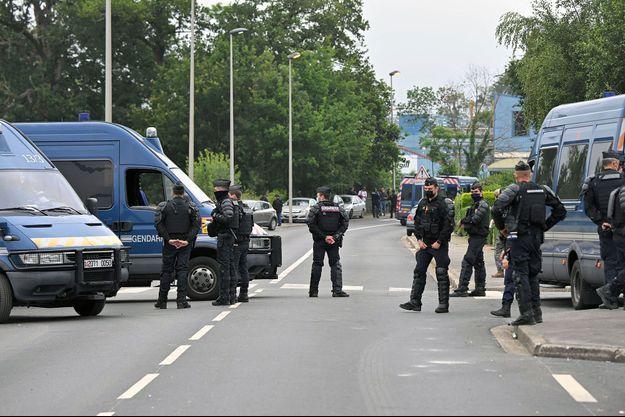 Gendarmes à Redon, samedi matin.