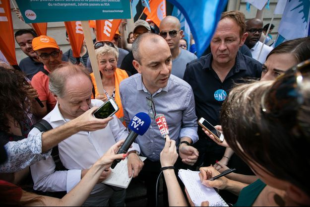 Laurent Berger (CFDT, à g.) et Laurent Escure (Unsa, à dr.) lors d'une manifestation contre la réforme de l'assurance chômage, le 25 juin 2019, à Paris.