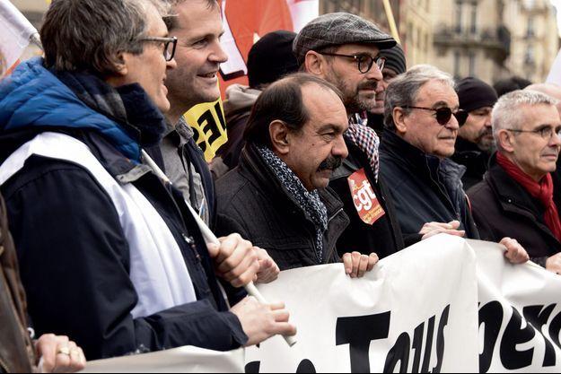 A la manifestation parisienne du 11 janvier, dans le carré de tête, les syndicalistes qui demandent le retrait de la réforme : Philippe Martinez (CGT), Yves Veyrier (écharpe rouge, FO).