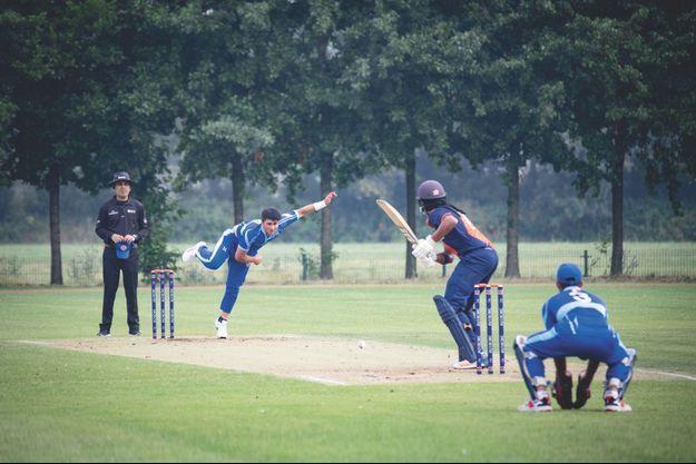 Cet été, aux Pays-Bas, dans un tournoi qualificatif pour la Coupe du monde, Shahid en pleine action avec l'équipe nationale française.
