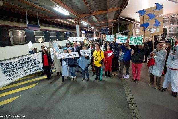 Une manifestation festive en faveur des trains de nuit.