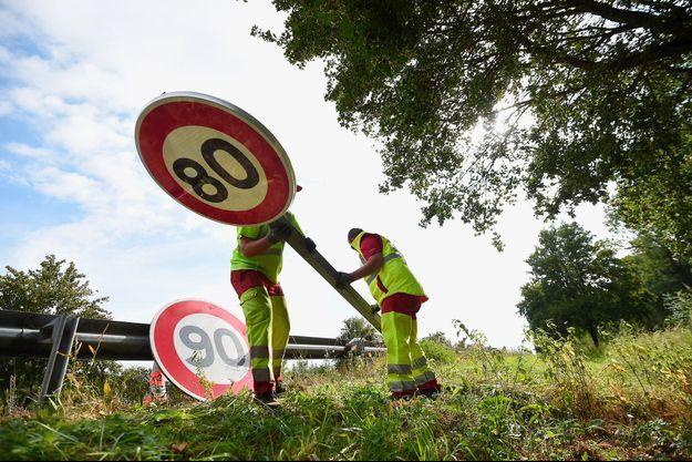 Changement d'un panneau de limitation de vitesse dans le Haut-Rhin, en juin 2018. (photo d'illustration)