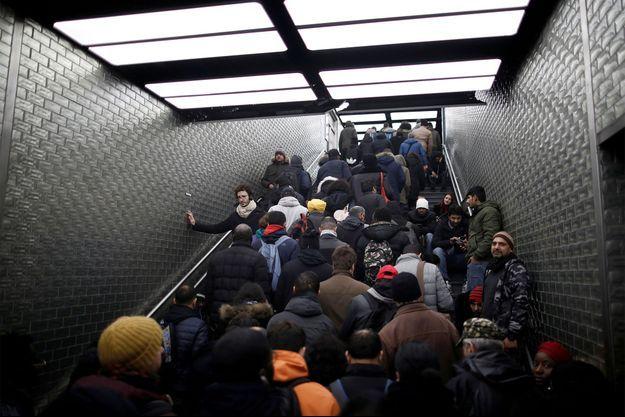 Le monde à la station Châtelet, durant les grèves.