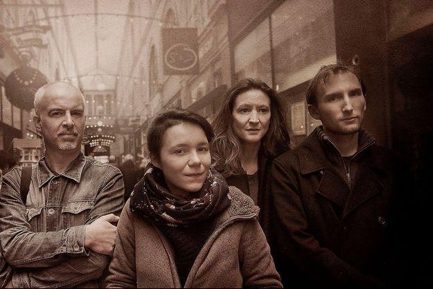 De g. à dr. : Samuel, Valérie, Maureen, et Alexis, rescapés des attentats du 13 novembre 2015.