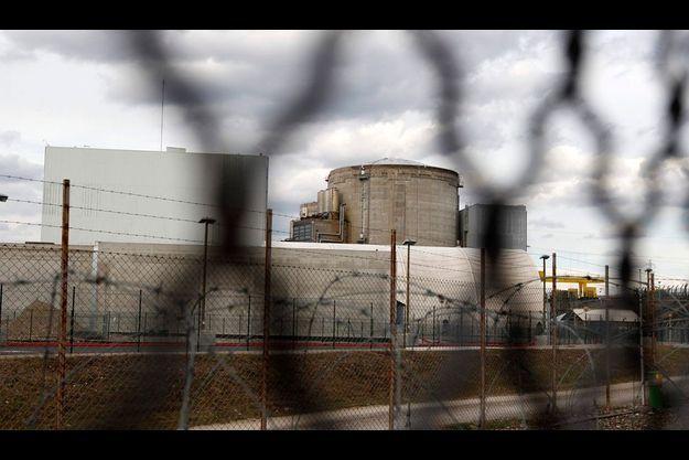 La centrale nucléaire de Fessenheim, près de Colmar. Construite en 1977, c'est la plus ancienne centrale nucléaire française en exploitation.