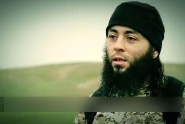 Sabri Essid, le meilleur ami et demi-frère de Mohamed Merah, dans une vidéo de propagande de l'Etat islamique en 2015.