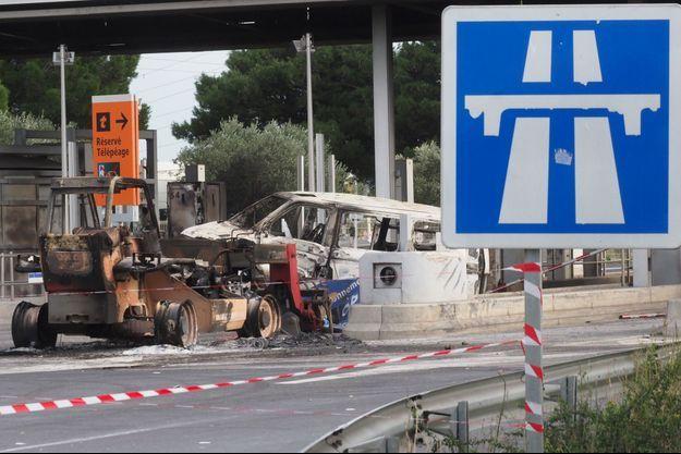 Le péage incendié à Narbonne, en décembre 2018.