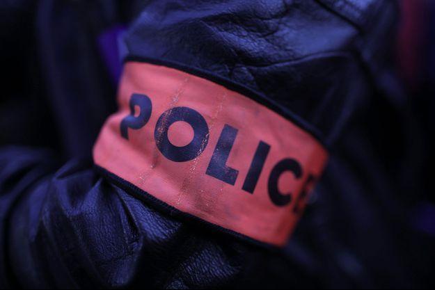 """Quatre individus soupçonnés d'avoir incendié une cabane de """"gilets jaunes"""" et d'en avoir aspergé les occupants de carburant dimanche à Saint-Etienne ont été interpellés. (image d'illustration)"""