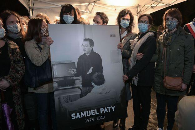 Pendant la marche blanche en hommage à Samuel Paty, à Conflans, le 20 octobre.