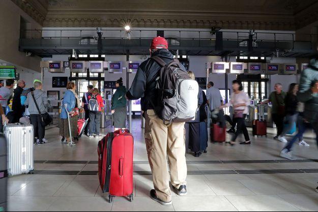 Des voyageurs à la gare de Nice, le 18 octobre 2019 (image d'illustration).