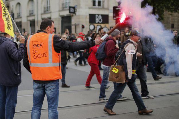 Le syndicat SUD-rail appelle à la poursuite de la grève.