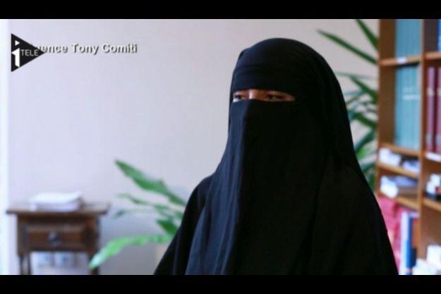 Afin de conserver son anonymat, Souad Merah avait porté un voile pendant son interview à i>Télé.