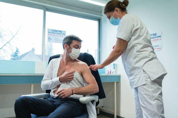 Vaccination du ministre de la Santé, Olivier Véran, le 8 février.