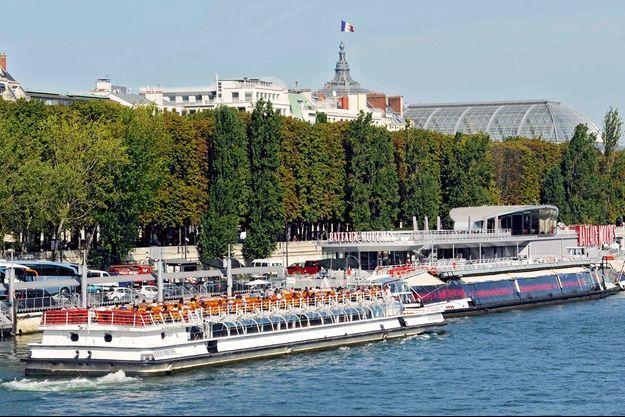La Compagnie des Bateaux-Mouches, près du pont de l'Alma, à Paris.