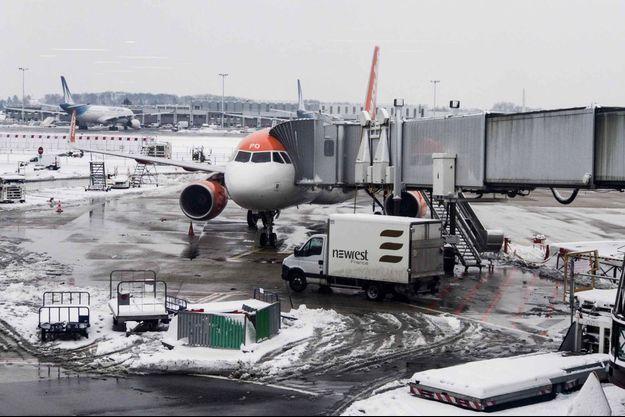 Photo d'illustration de l'aéroport d'Orly sous la neige en février 2018.