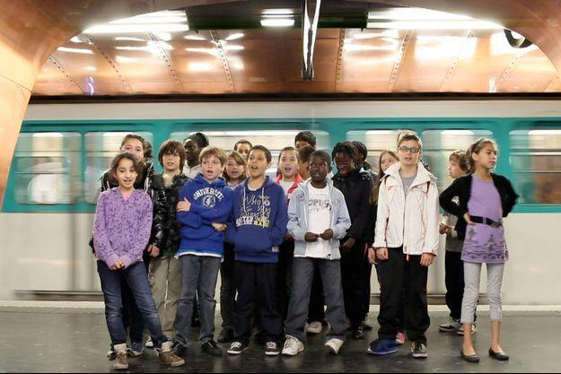 """En 2011, les élèves de Gilles Vernet sur le tournage de """"Tout s'accélère""""."""
