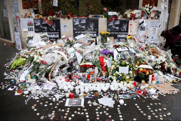 De nombreux rassemblements en la mémoire des victimes se sont déroulés vendredi soir.