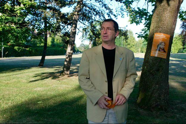 Eric Mouzin dans un parc du Vésinet, en 2003.