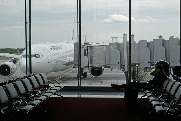 Un avion à l'aéroport Paris-Charles-de-Gaulles.