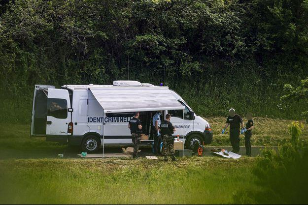 Les enquêteurs lors des relevés d'indices après l'arrestation de Terry Dupin.