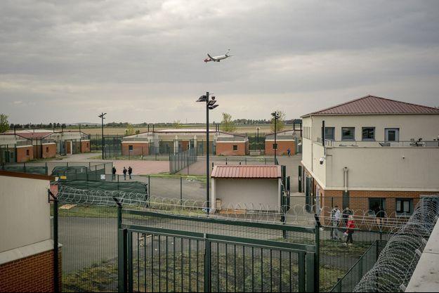 Le centre de rétention administrative au Mesnil-Amelot