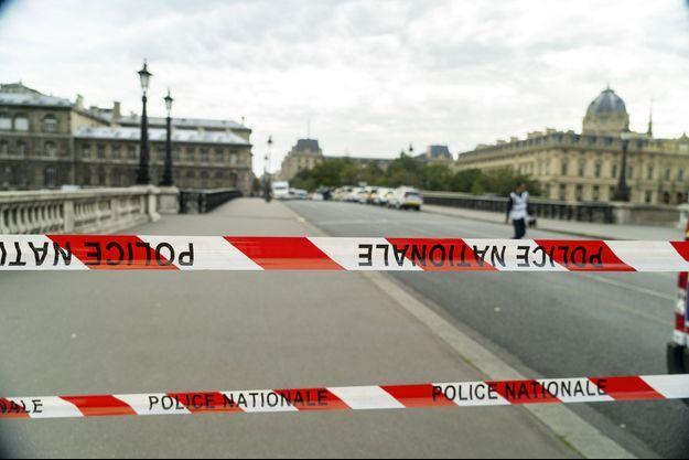 Le quartier de la préfecture de police de Paris bloqué.