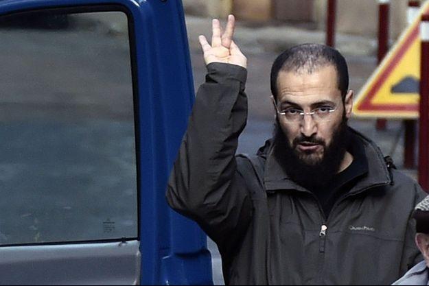 Ancien membre du Groupe islamique armé algérien, Merouane Benahmed est actuellement en fuite.
